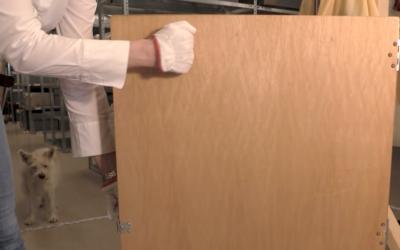 Warum wir bei unseren Wayang-Figuren anklopfen, bevor wir sie aus ihrer Kiste holen