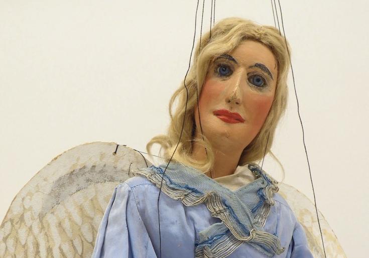 Engelfrau in Himmelblau